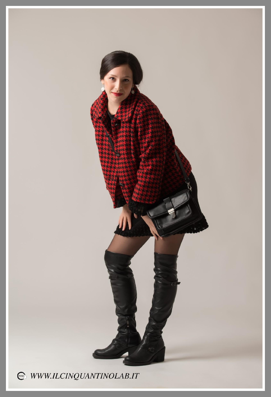stivali-alti-abito-nero-cappotto
